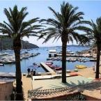 Port-Cros une ile de Hyères avec son port et son fort