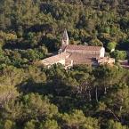 L'Abbaye du Thoronet dans le Var dans son écrin de verdure
