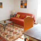 Le salon avec le canapé-lit  dans le Gite Estérel