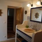 Gite Ste Baume, la salle d'eau, douche et vasque aux couleurs de la Provence