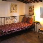 Gite ste-Victoire pièce avec une banquette-lit
